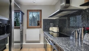 chalet-haapiti-kitchen2