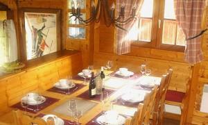 chalet-la-tarine-dining