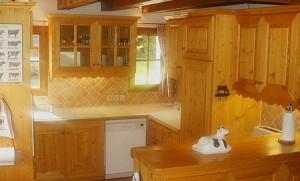 chalet-la-tarine-kitchen