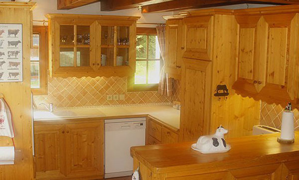 chalet-la-tarine-kitchen