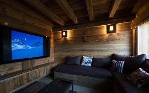 chalet-lecume-des-neiges-tv-room