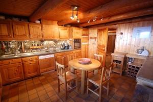 chalet-louette-kitchen