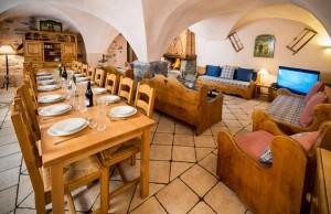 chalet-pied-de-voute-dining-room