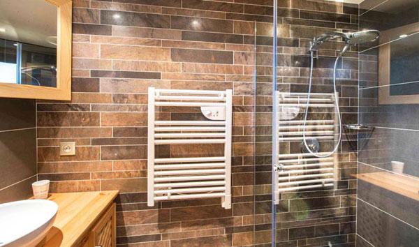 chalet-relais-shower