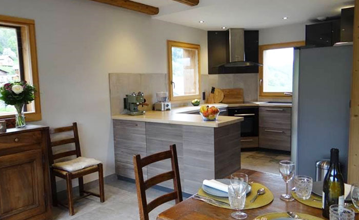 chalet-vanakem-kitchen2