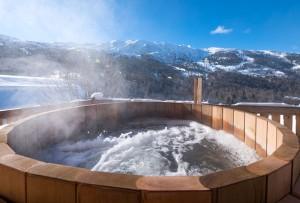 chalet-yukon-hot-tub