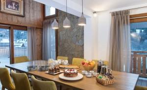 chalet-zebra-breakfast-room
