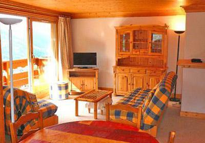 latchet-lounge2-small