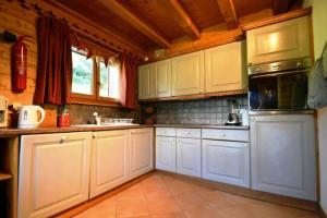 Chalet-Jardin-Sauvage-kitchen