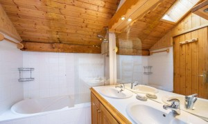 Chalet-apt-Ruiseau-bathroom2