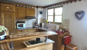 Chalet-kitchen-to-window