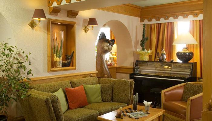 Hotel-LOree-du-Bois-lounge