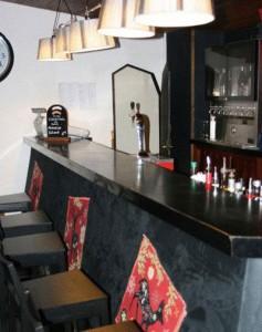 Hotel-Lac-Blue-bar
