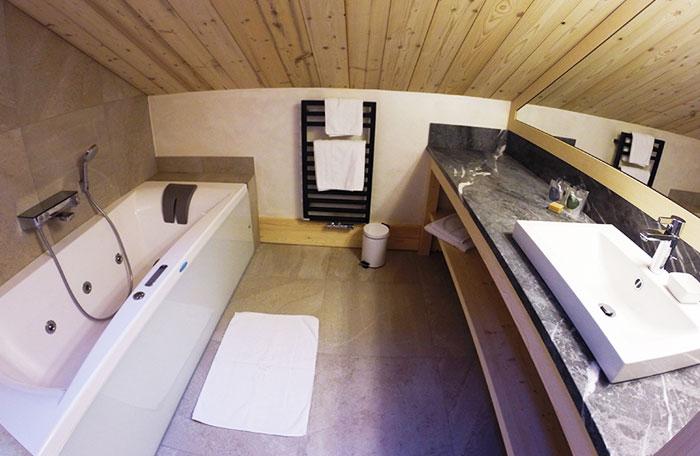 Hotel-adray-telebar-bathroom3