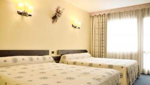 Hotel-les-Arolles-bedroom2