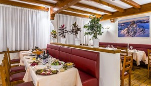 Hotel-les-Arolles-dining2