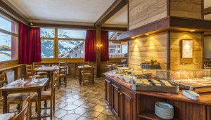 Hotel-les-Arolles-dining4