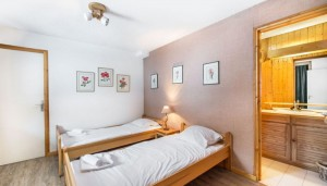 Le-Chalet-bedroom2