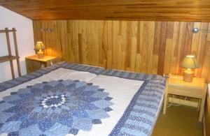 MANEKINEKO-bedroom