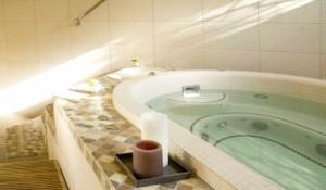 altiport-hotel-meribel-jacuzzi3