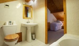 chalet-Veronica-bathroom