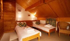 chalet-Veronica-twin-bedroom