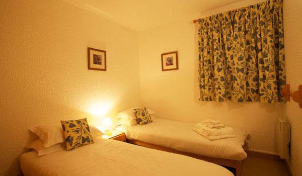 chalet-Veronica-twin-bedroom2