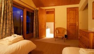 chalet-Veronica-twin-bedroom4