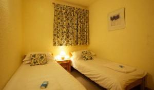 chalet-Veronica-twin-bedroom5