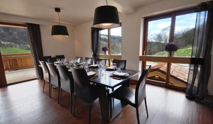 chalet-impala-lodge-7-bedrooms-dining-room