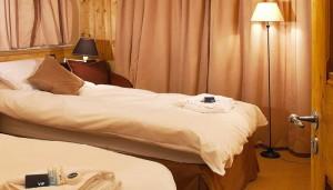 chalet-indiana-lodge-meribel-twin-bedroom