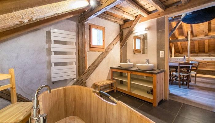 chalet-plaigny-bathroom2