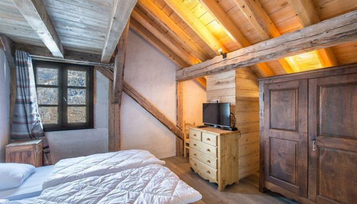 chalet-plaigny-bedroom2