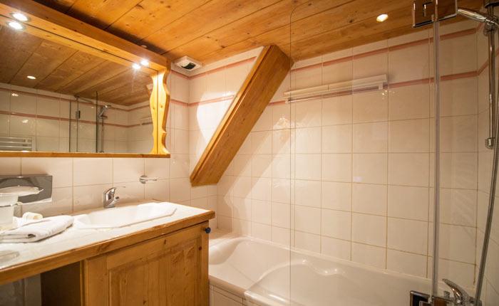 chalet-rosa-bathroom