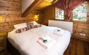 chalet-snowdrop-double-bedroom