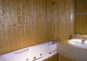christmas-studio-bathroom