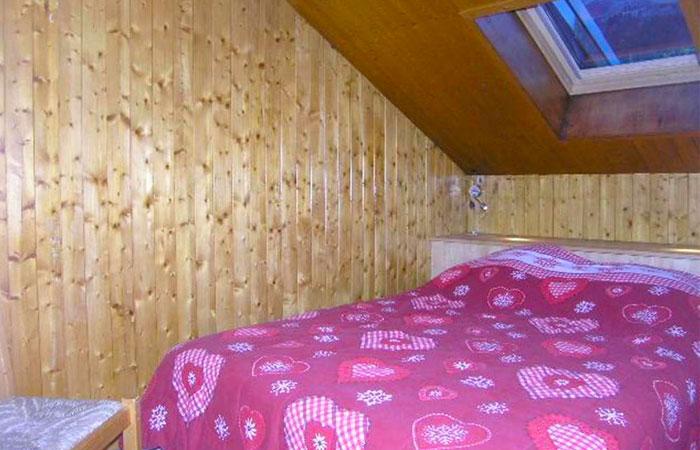 croix-de-verdon-bedroom
