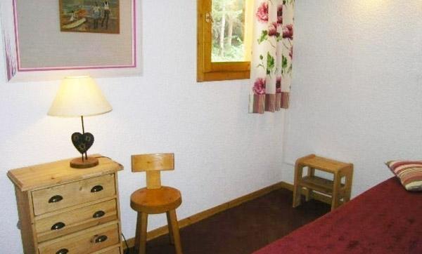 daphne-bedroom