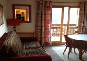 daphne-lounge-small