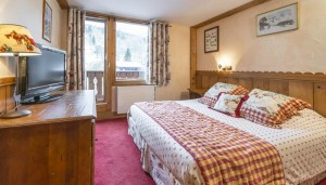 hotel-eterlou-bedroom2