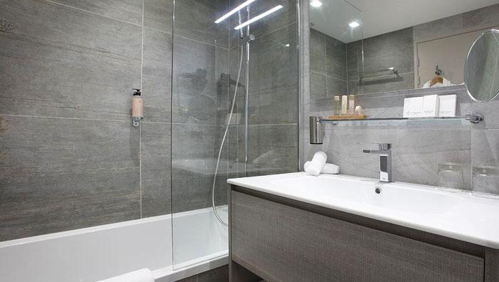hotel-tremplin-bathroom
