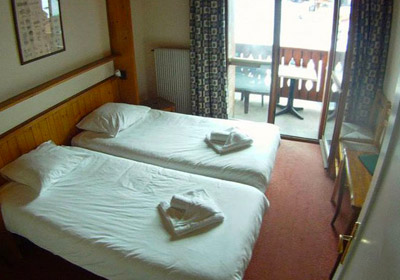 le-roc-bedroom2-small
