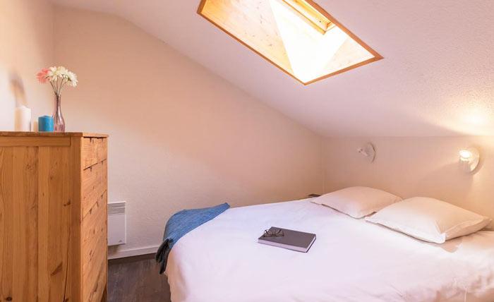 ravines-bedroom3