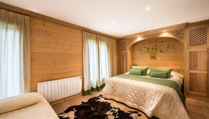saint-erige-8-bedrooms-bedroom2