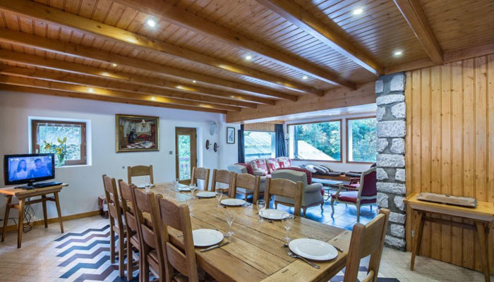 saint-erige-8-bedrooms-dining