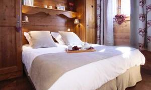 Les-fermes-bedroom