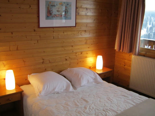 self-catered-chalet-meribel-bedroom