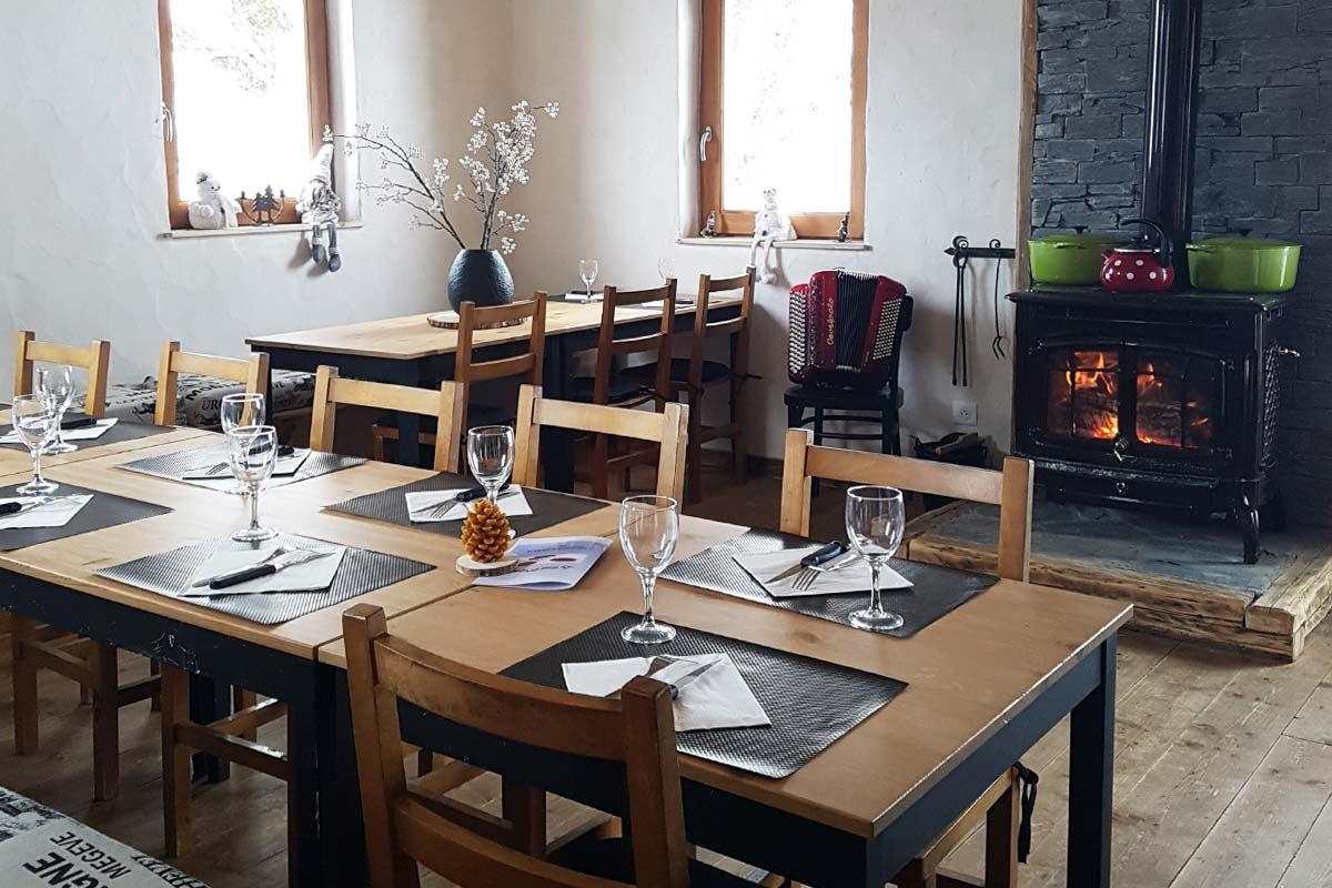 Le Refuge Megeve Architecte refuge le trait d'union lunch restaurant - meribel